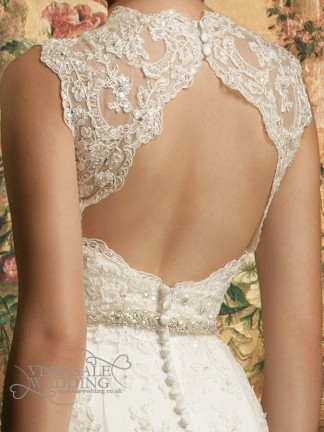 backless-lace-full-length-wedding-dress-with-train-dbw014-3